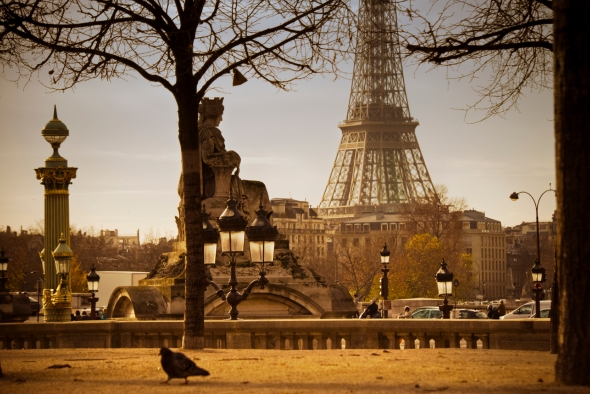 Paris-StreetScene-EiffelTower